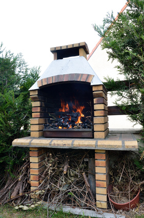 Mała architektura w ogrodzie czyli budujemy grill