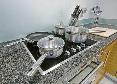 Płyta indukcyjna w kuchni