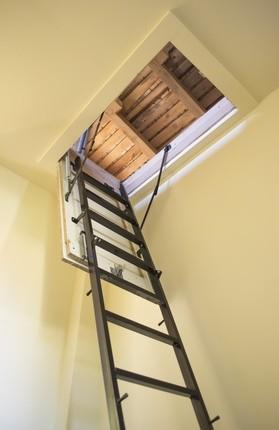 Schody składane – wejście na strych