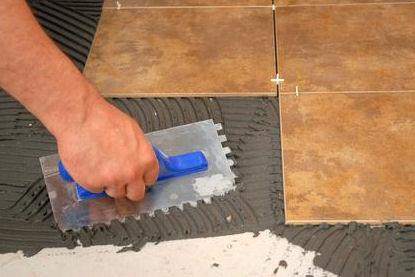 Jak układać płytki podłogowe?