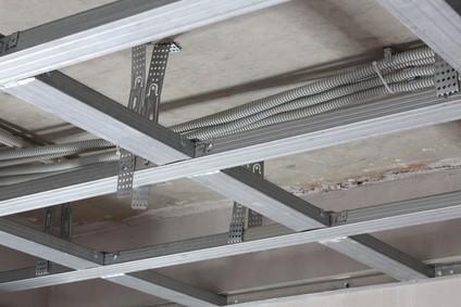 Konstrukcja sufitu podwieszanego